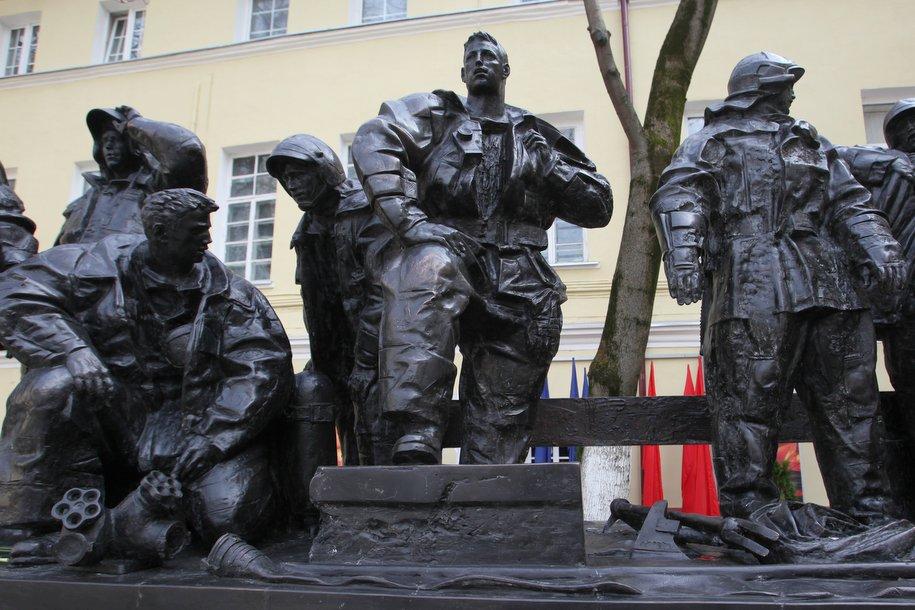 В центре Москвы открыли памятник столичным пожарным