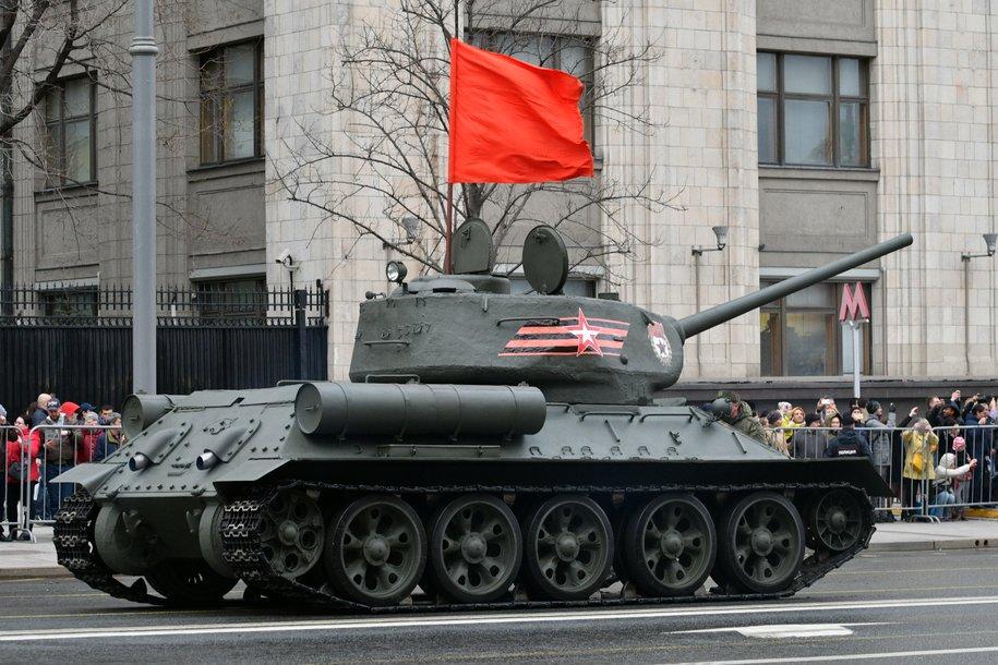 Москву украсят флаги, звезды и зенитные прожекторы ко Дню Победы
