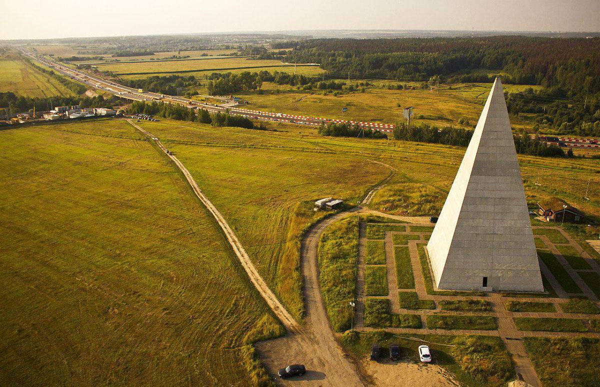 Чудесная пирамида на Новорижском шоссе