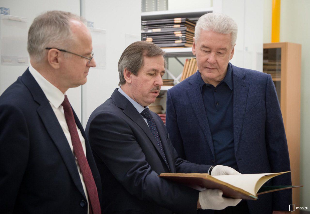Сергей Собянин поздравил сотрудников библиотеки Максимилиана Волошина со столетием