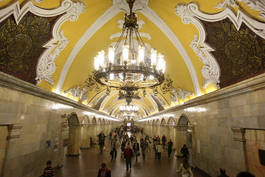 На Кольцевой линии метро запустили тематический поезд «Градоначальники Москвы»