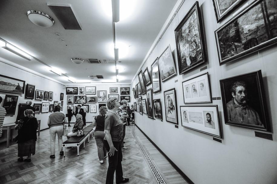 Неизвестный мужчина сильно повредил полотно в Третьяковской галерее