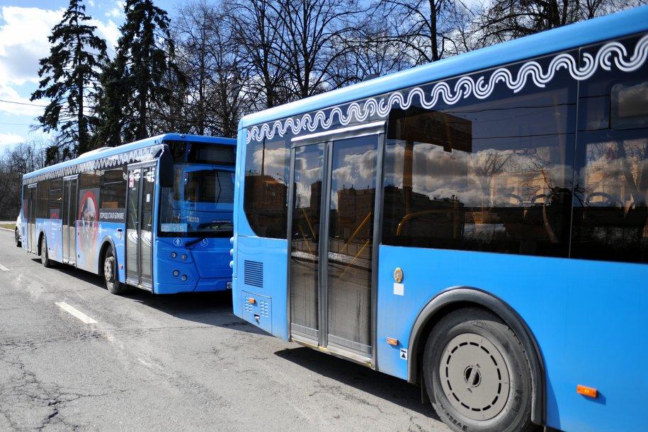 Три дополнительных автобусных маршрута запустили 9 мая к мемориальным комплексам