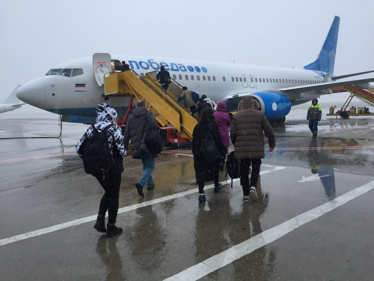 Самолет авиакомпании «Победа» совершил экстренную посадку во Внуково из-за отказавшего двигателя