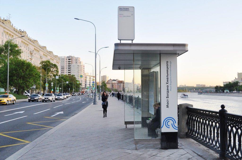 На закрытом участке Филевской линии метро запустили бесплатные автобусные маршруты «КМ»