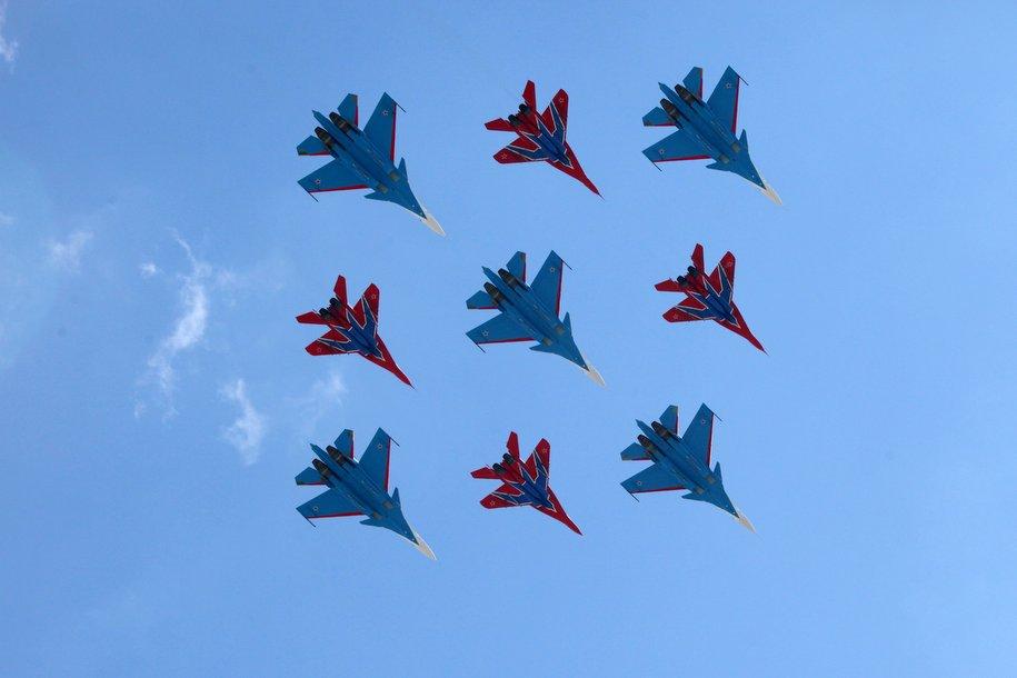 Сегодня над Москвой парадным строем пролетит авиация ВКС РФ