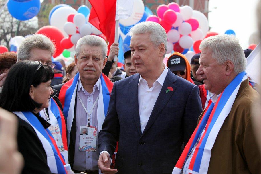 На Красной площади началось первомайское профсоюзное шествие
