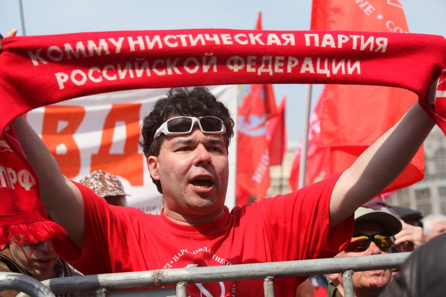 Порядка 3,5 тыс. человек участвуют в шествии КПРФ в центре Москвы