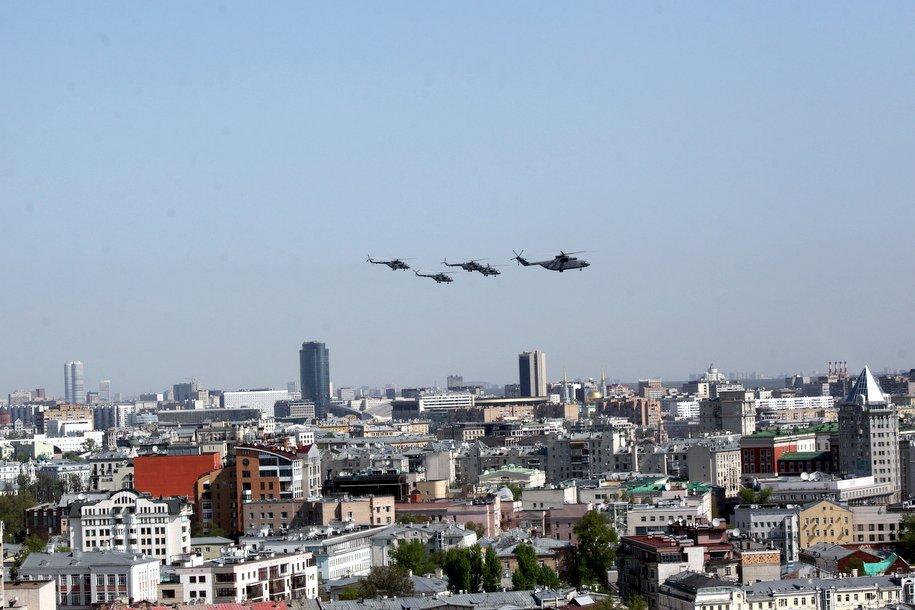 Репетицию воздушной части Парада Победы отменили из-за погоды