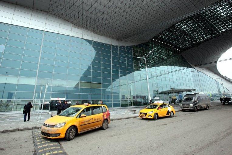 В столичных аэропортах задержано и отменено более 15 рейсов