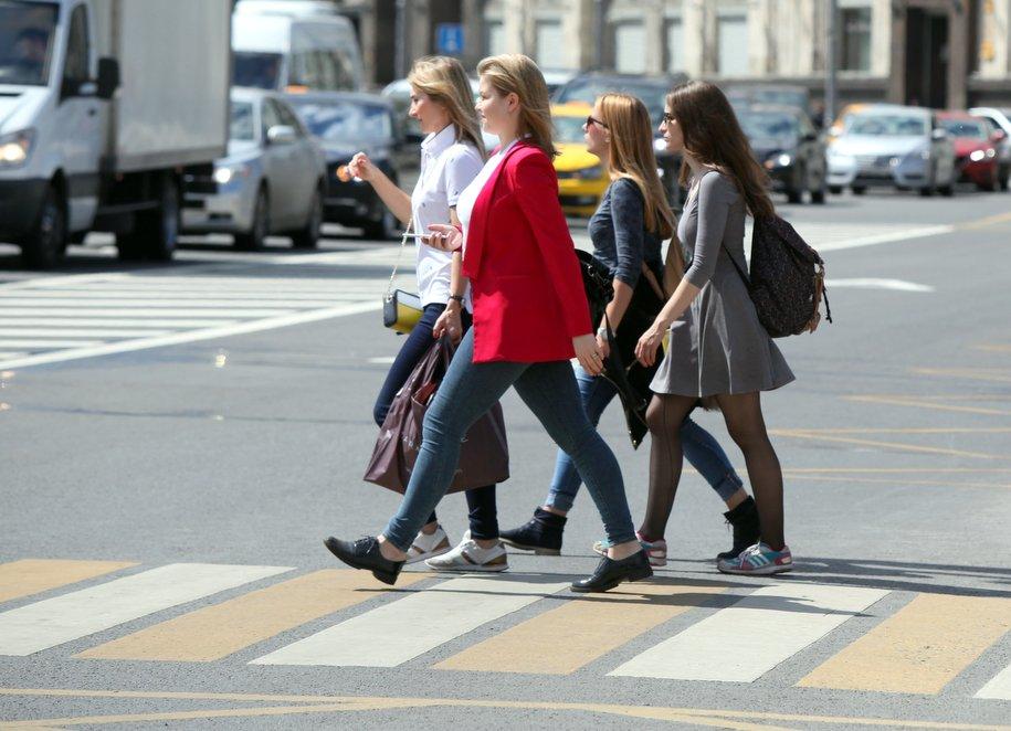 В Москве изменили режим работы светофоров на 30 пешеходных переходах