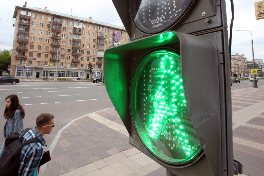По просьбам москвичей ЦОДД изменил работу 53 светофоров на пешеходных переходах