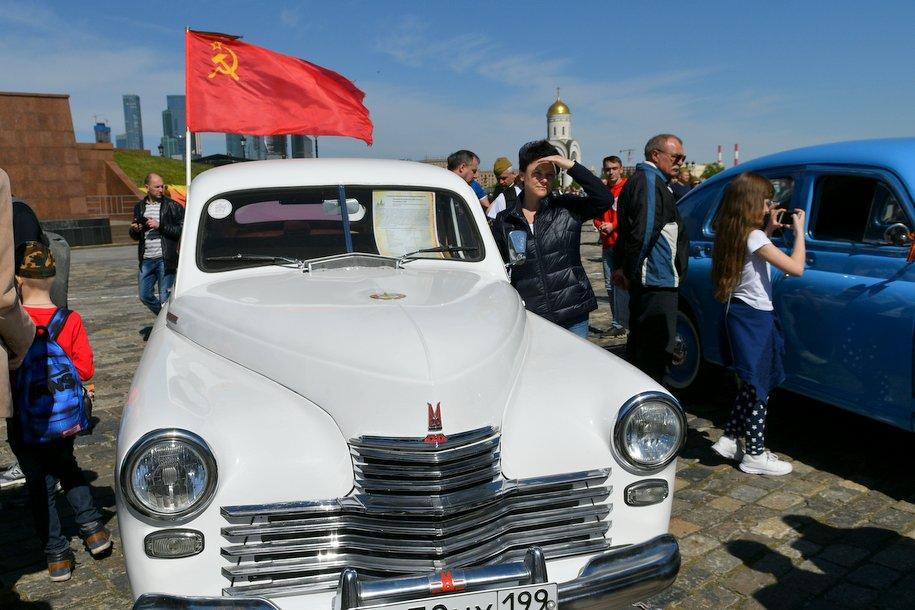 В столице стартовал автопробег на машинах времен Великой Отечественной войны
