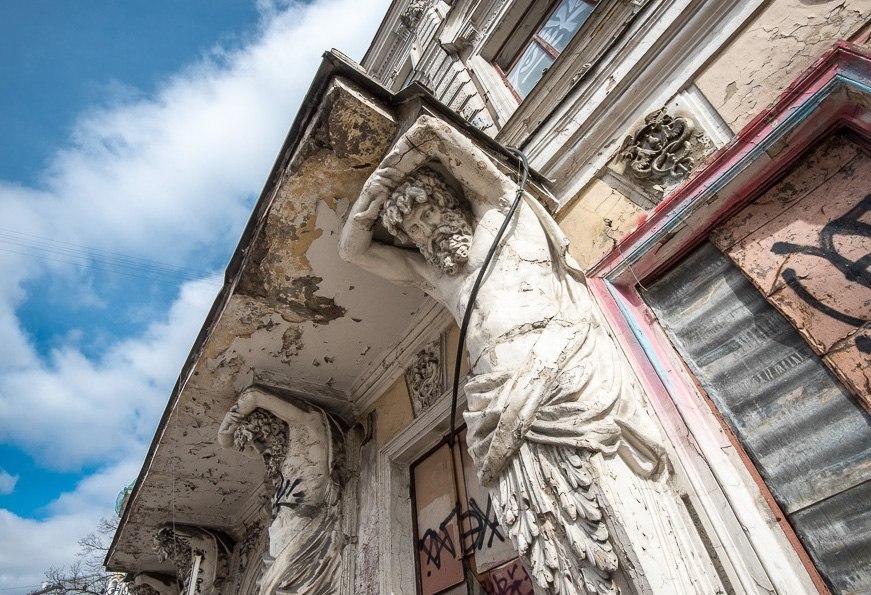 «Дом с атлантами» на Солянке будет реставрировать новый собственник