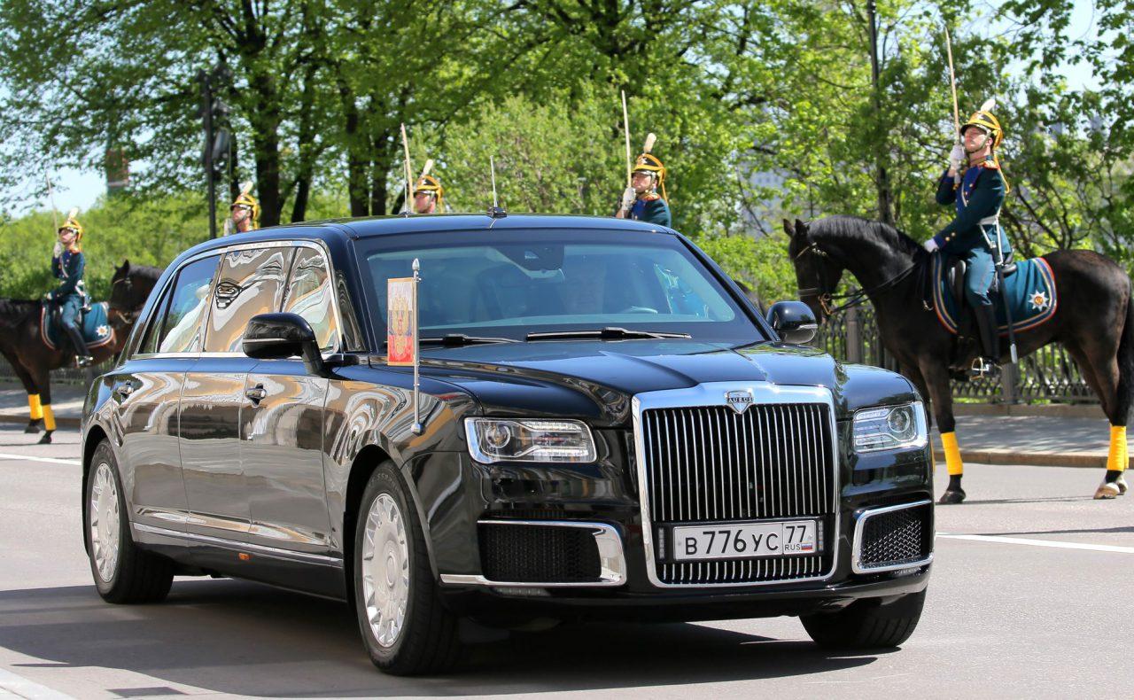 Владимир Путин впервые приехал на церемонию инаугурации на отечественном автомобиле