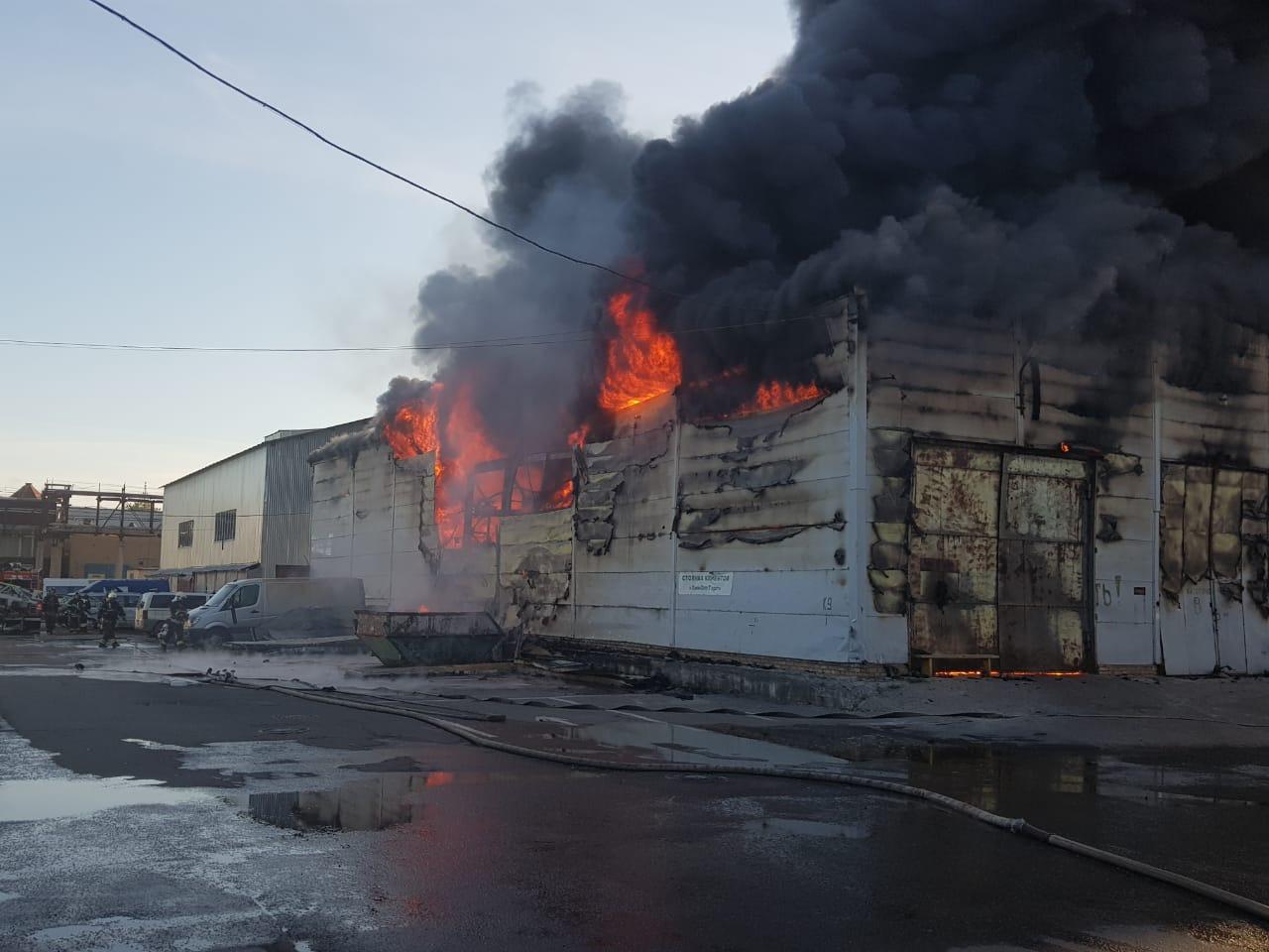 Сотрудники МЧС ликвидировали возгорание на Южнопортовой улице