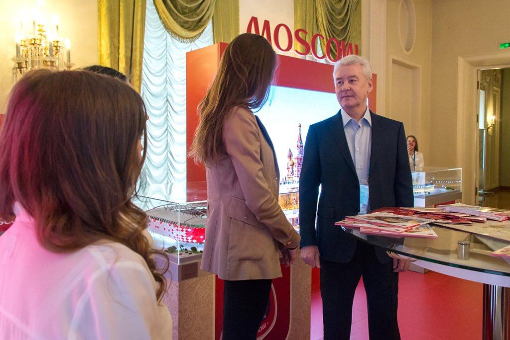Мэр Москвы провел встречу с волонтерами из своего штаба