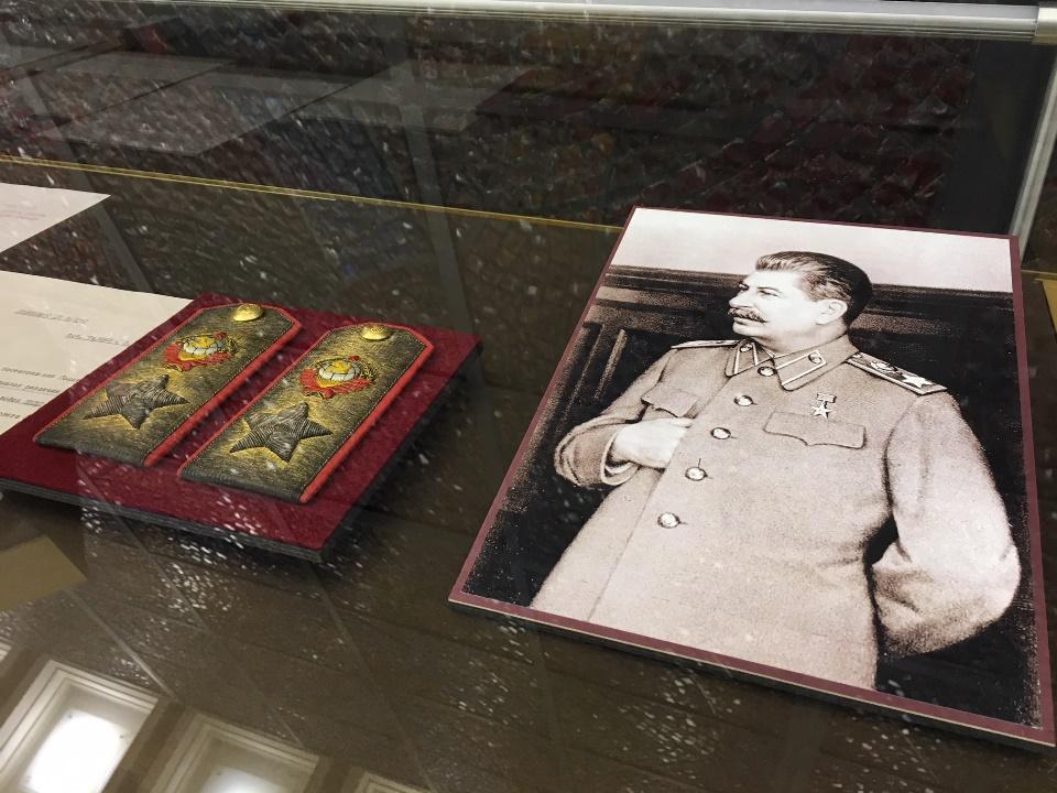 Музей Победы представил последние погоны Сталина