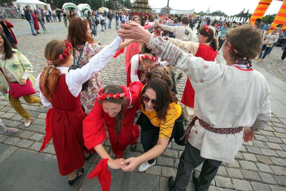 Свыше 1,1 млн человек посетили фестиваль «День России. Московское время»