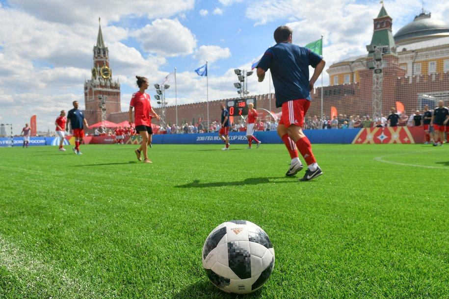 Пять ледовых дворцов и два футбольных поля построят в Москве в текущем году