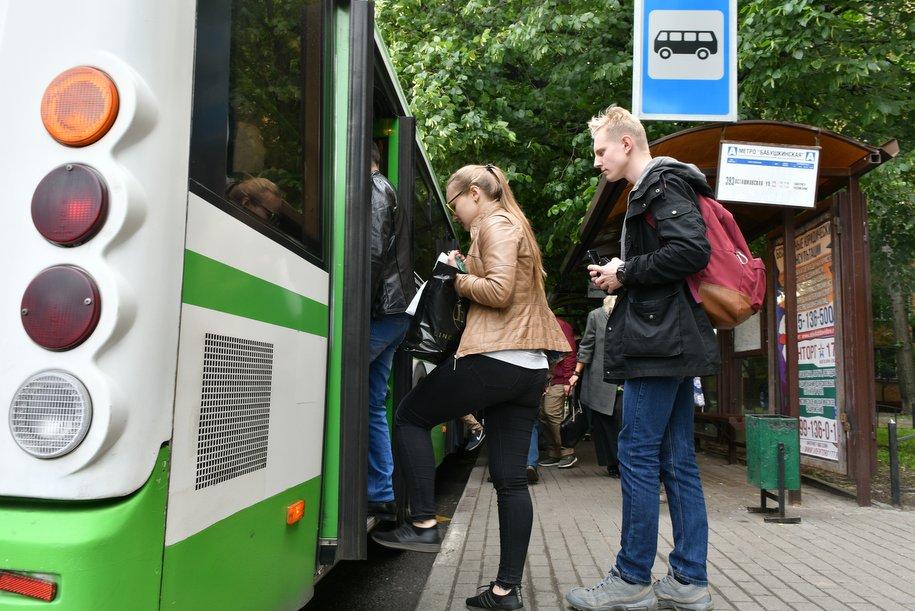 На 100 автобусах изобразят достопримечательности Москвы и символику ЧМ-2018