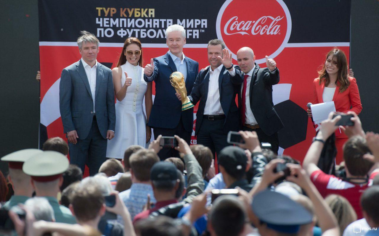 В Москву привезли Кубок чемпионата мира по футболу FIFA