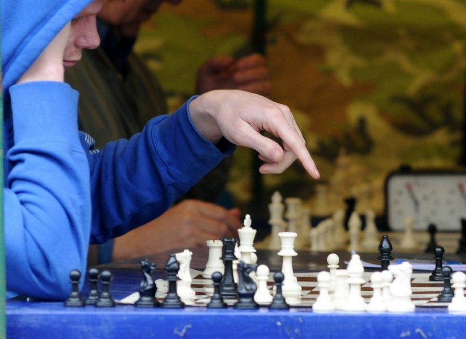 Еще в 75 столичных школах введут обязательные уроки шахмат