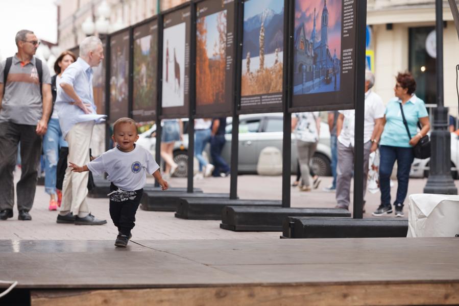 Фотовыставка «Легенды Россия. Бурятия» открылась на одной из главных улиц Москвы