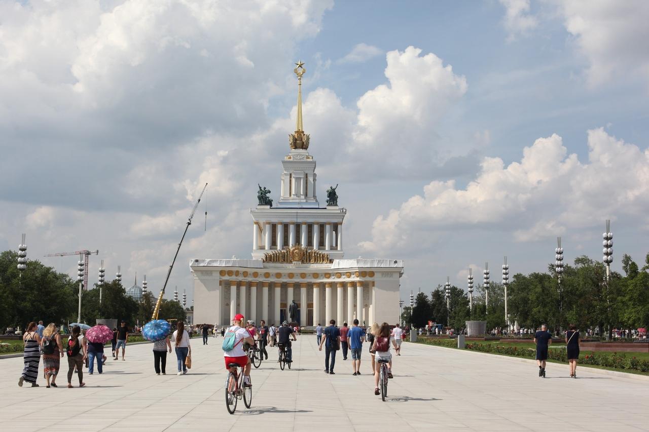 Мэр открыл фонтаны Центральной аллеи на ВДНХ после реставрации