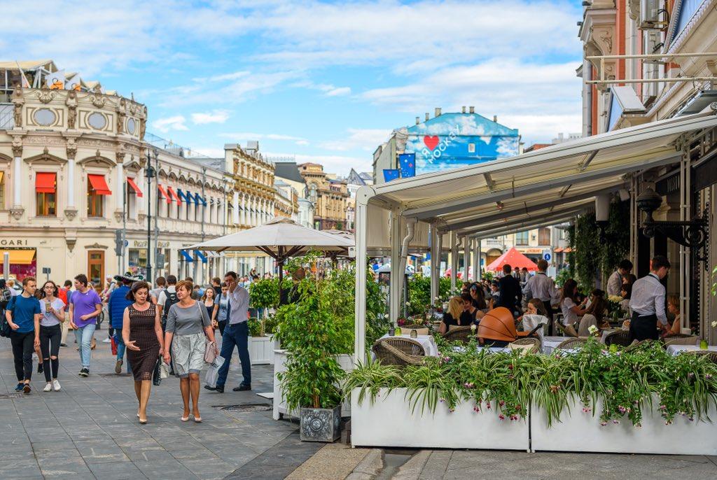 В этом году в Москве открылись 2800 летних кафе — Собянин
