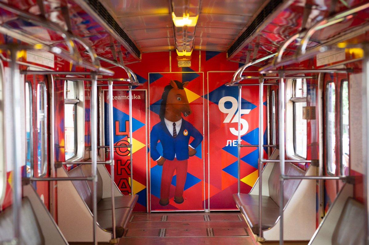 На «зеленой» ветке метро запустили тематический поезд посвященный 95-летию ЦСКА