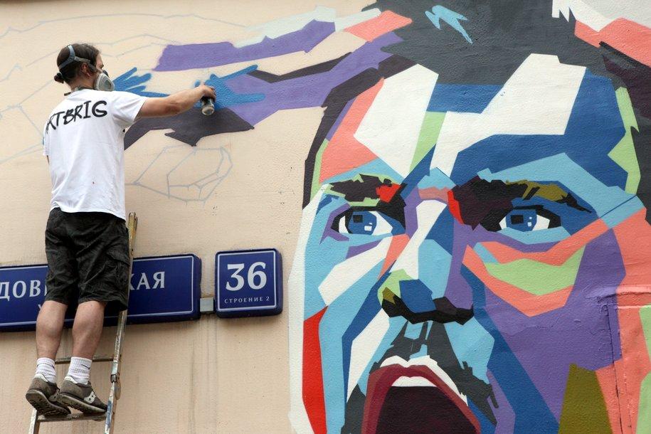 В центре Москвы появилось граффити с Акинфеевым, Черчесовым и Дзюбой