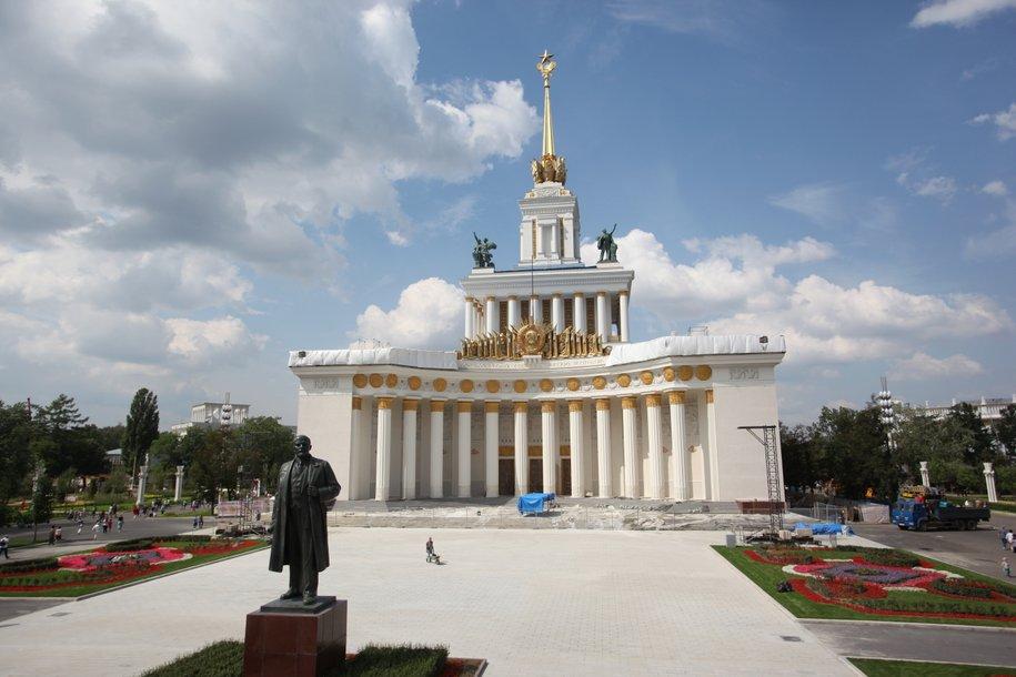 В реконструкции ВДНХ участвуют тысячи человек — Сергей Собянин