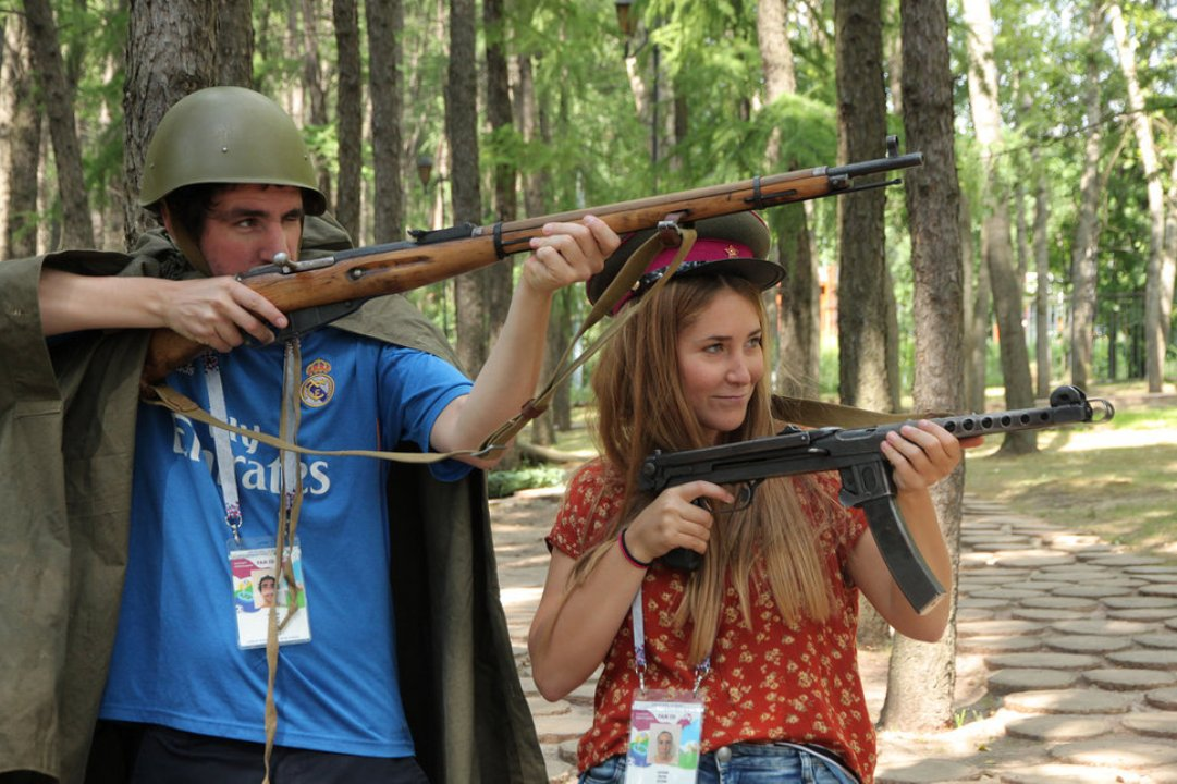 Футбольные болельщики познакомились с оружием Красной Армии