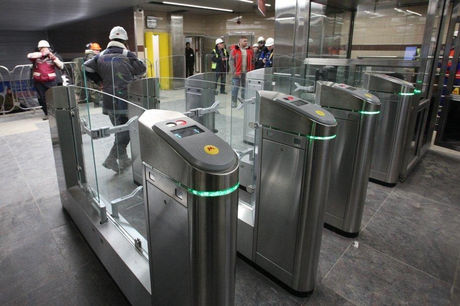 23 августа начнется установка турникетов в северном вестибюле станции метро «Аннино»
