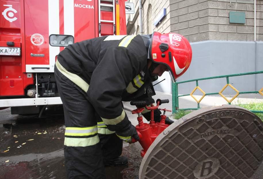 В районе Мясницкой улицы упал и загорелся грузовик