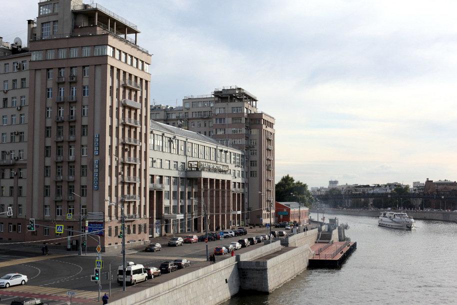 На пяти московских набережных покрасят перила