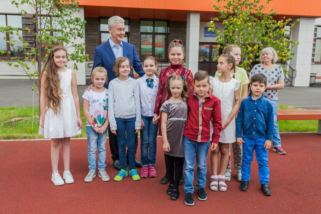 Сергей Собянин открыл новое здание школы в Солнцево