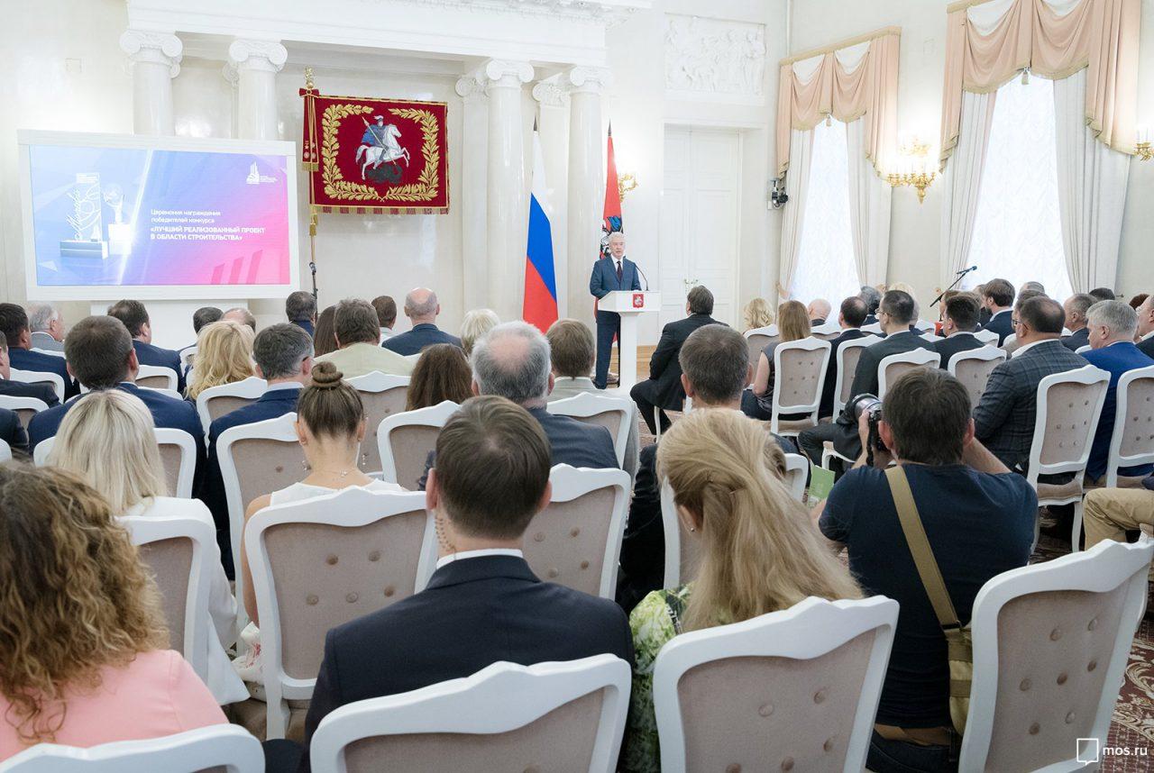Мэр Москвы поздравил работников Стройкомплекса с профессиональным праздником
