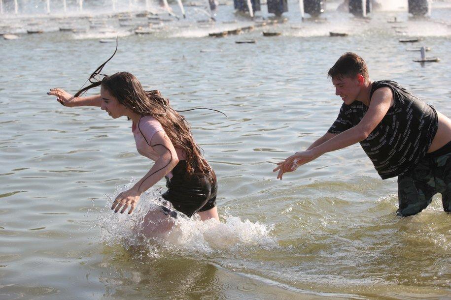 Тонущую пьяную женщину вытащили из Борисовского пруда