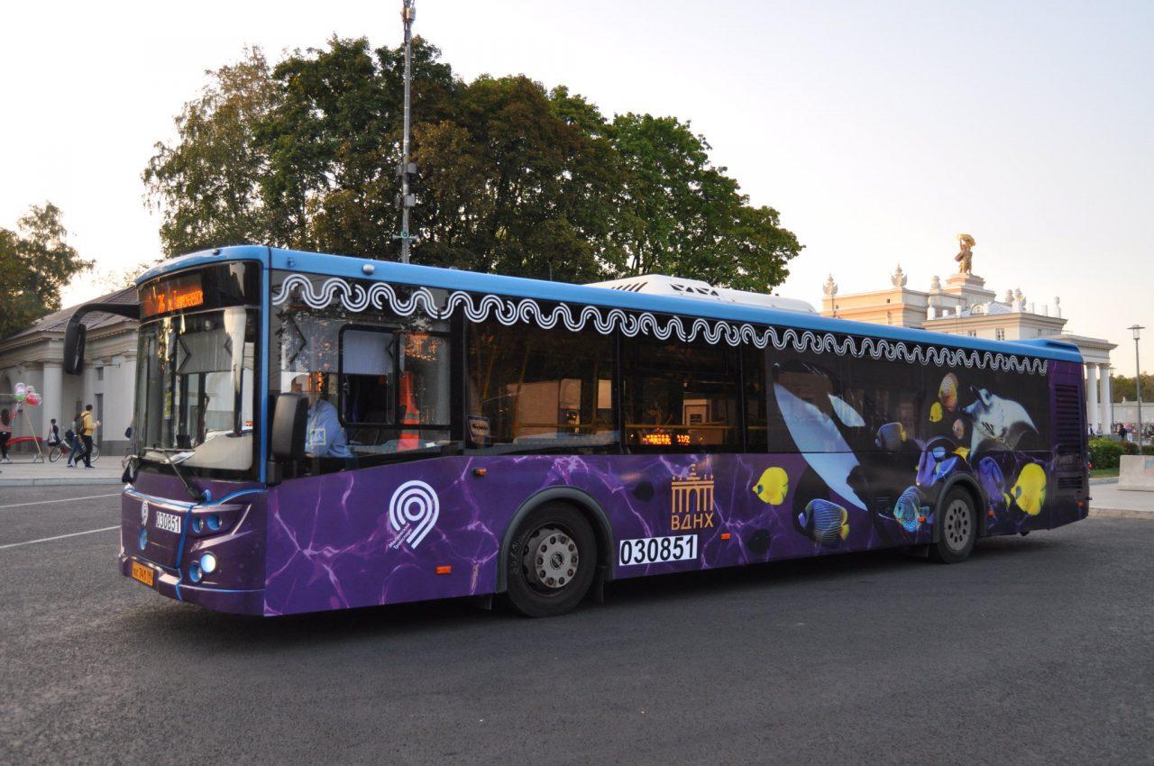 Мосгортранс запустил брендированный автобус посвящённый ВДНХ