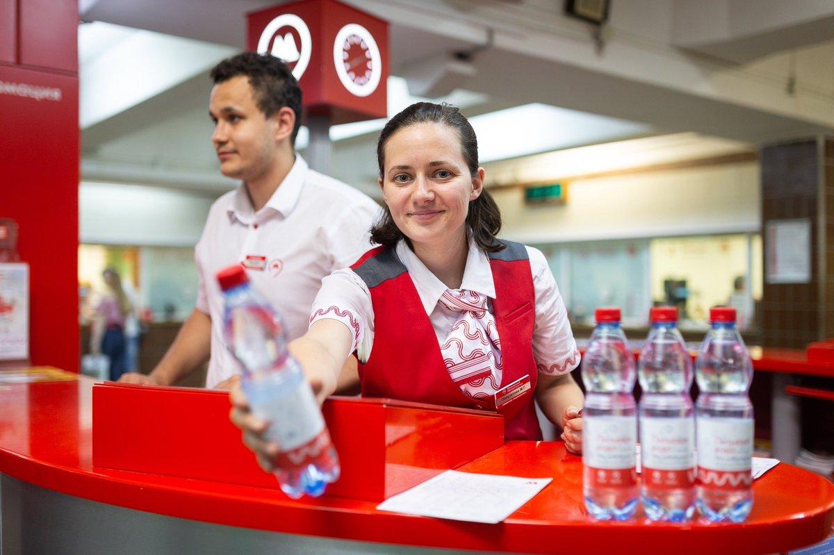 На станциях МЦК начали бесплатно раздавать питьевую воду
