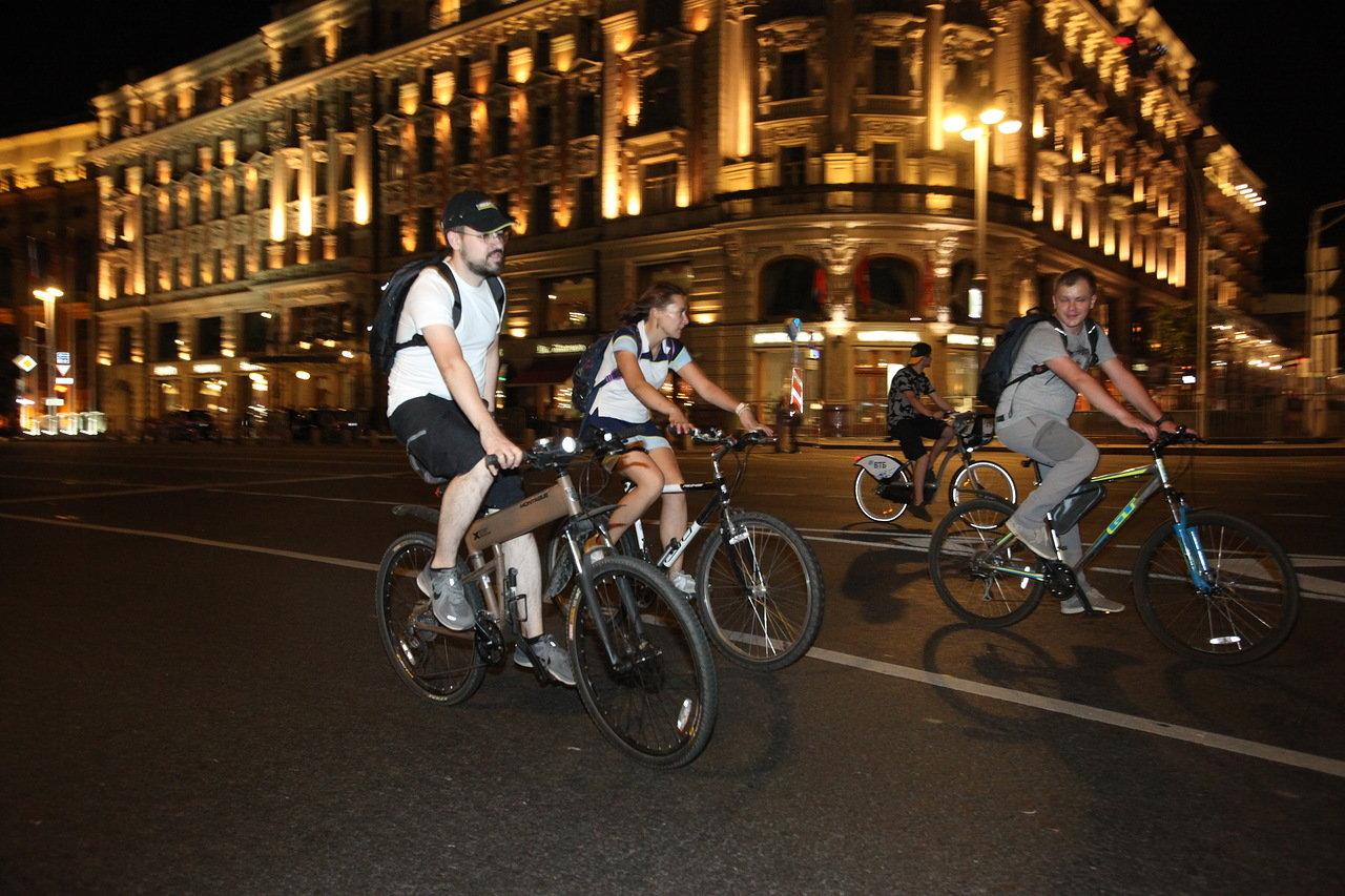 В ночном велопараде 4 августа приняли участие более 30 тыс. человек