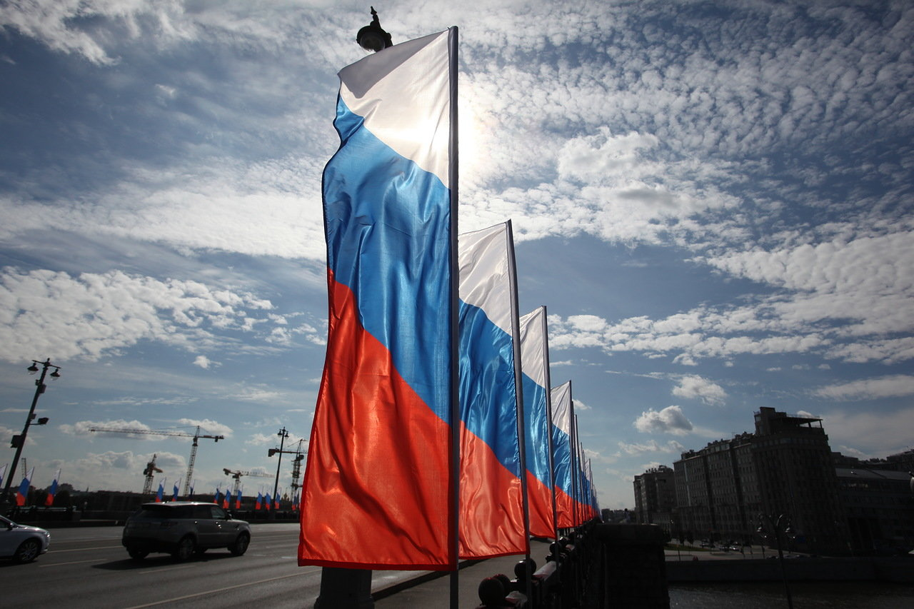В России отмечается День Государственного флага РФ