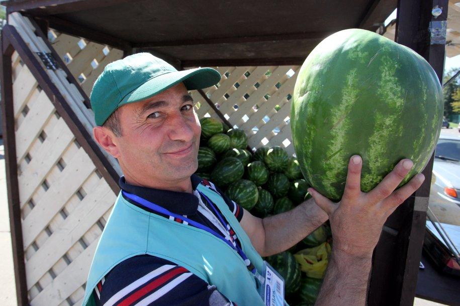 Сергей Собянин рекомендовал покупать арбузы только на официальных развалах