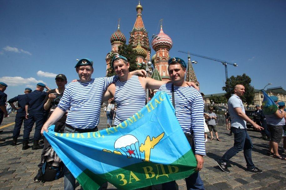 В Москве отмечают День воздушно-десантных войск