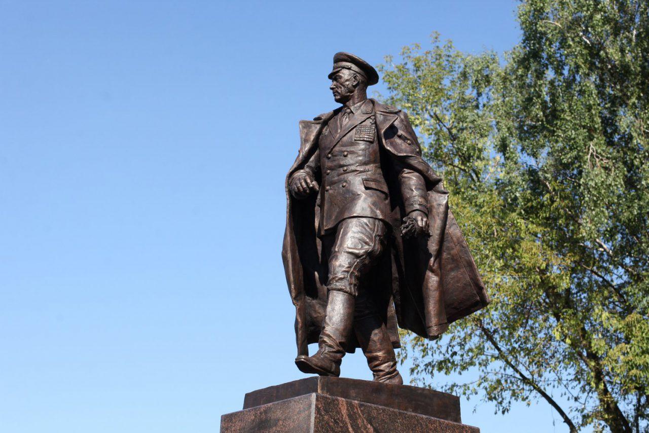 Легенде ВДВ Василию Маргелову установили памятник