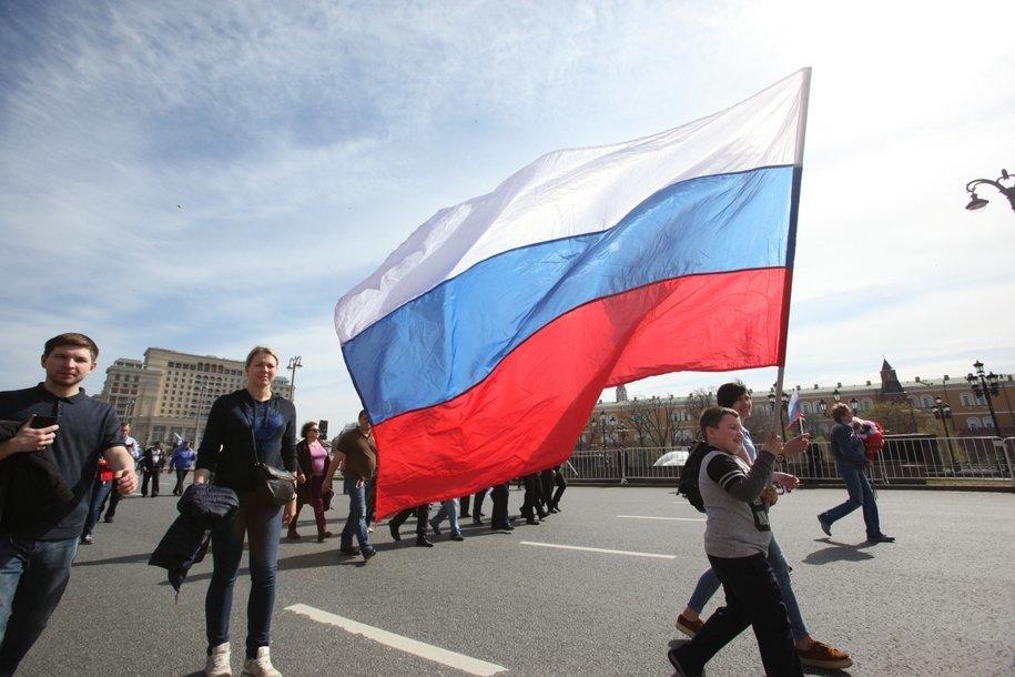 Москву украсят 500 тематических плакатов ко Дню флага Росии