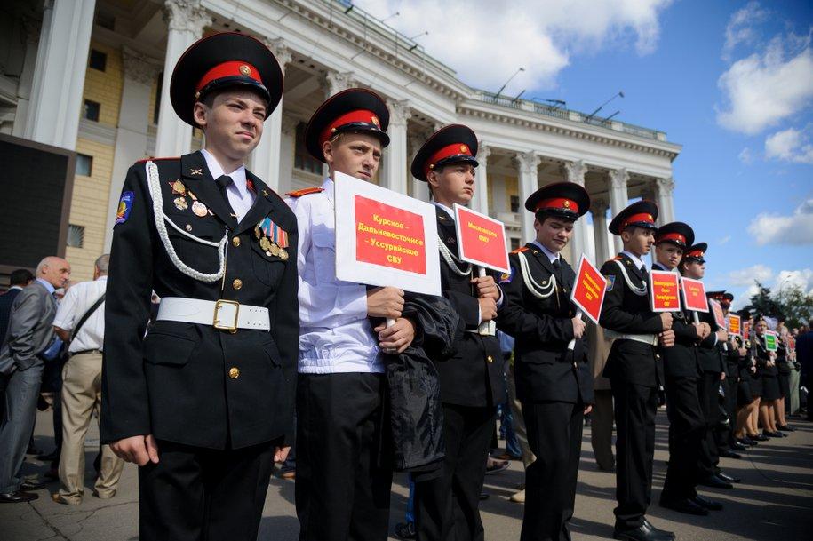 Суворовским и Нахимовским военным училищам исполнилось 75 лет