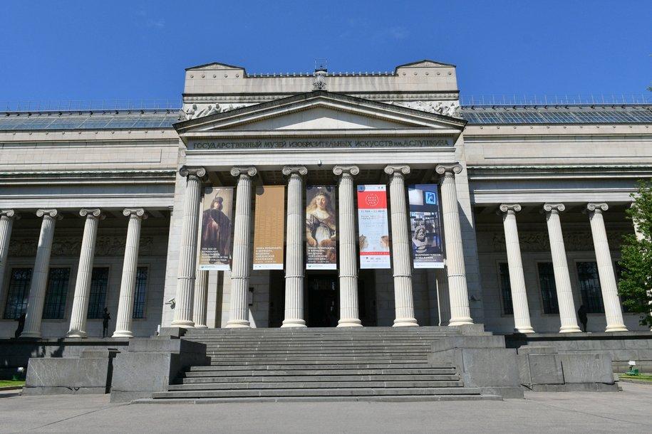На фасаде Пушкинского музея появится арт-объекты в виде гнезд